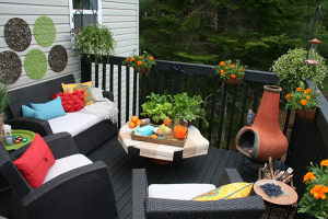 This deck decor was inspired by Tangerine Tango - Pantone's Colour of the year in 2012
